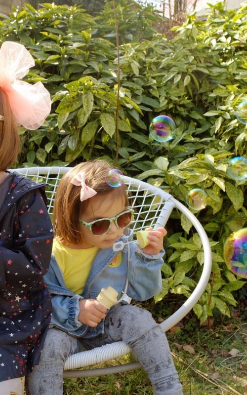Des bulles et des lunettes de soleil