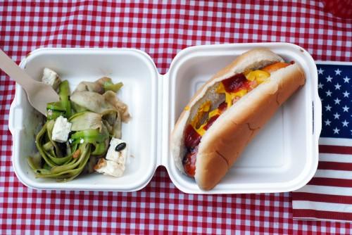 hot-dog-et-salade-de-courgettes